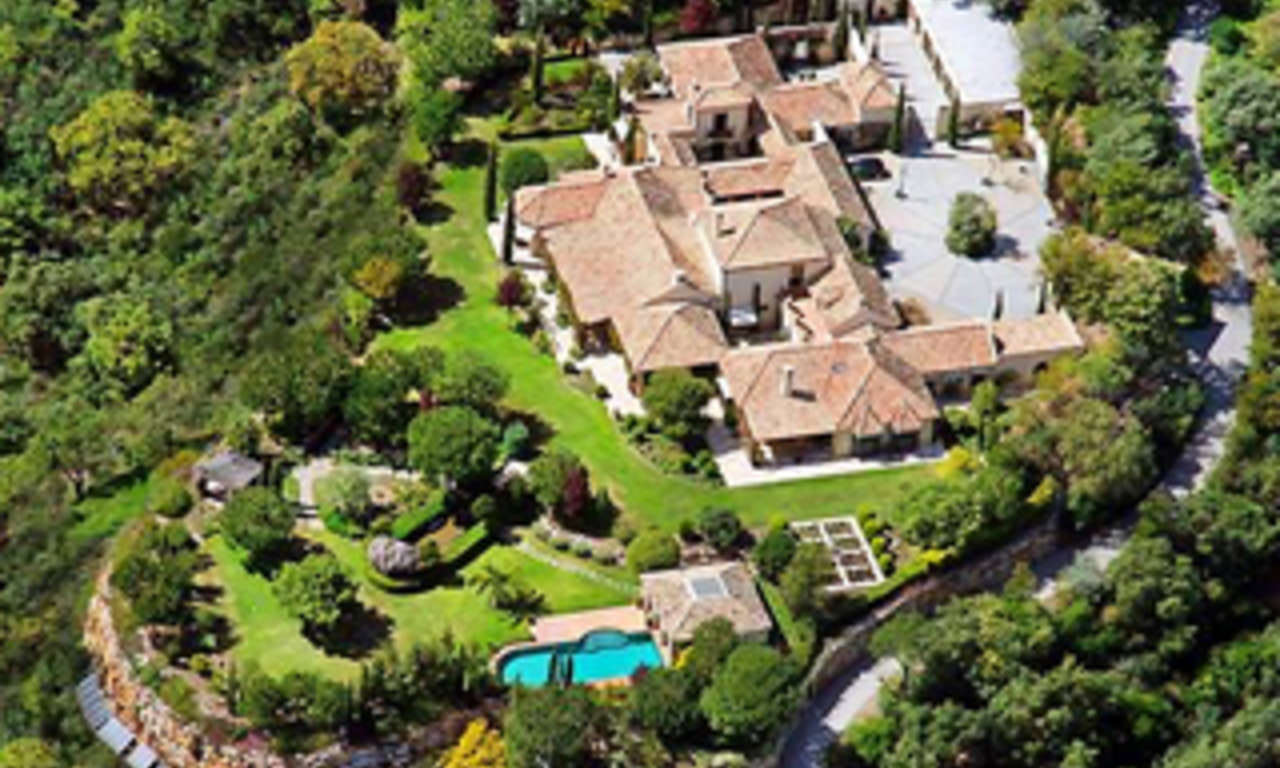 Exclusive villa estate for sale in the area Marbella - Benahavis 0
