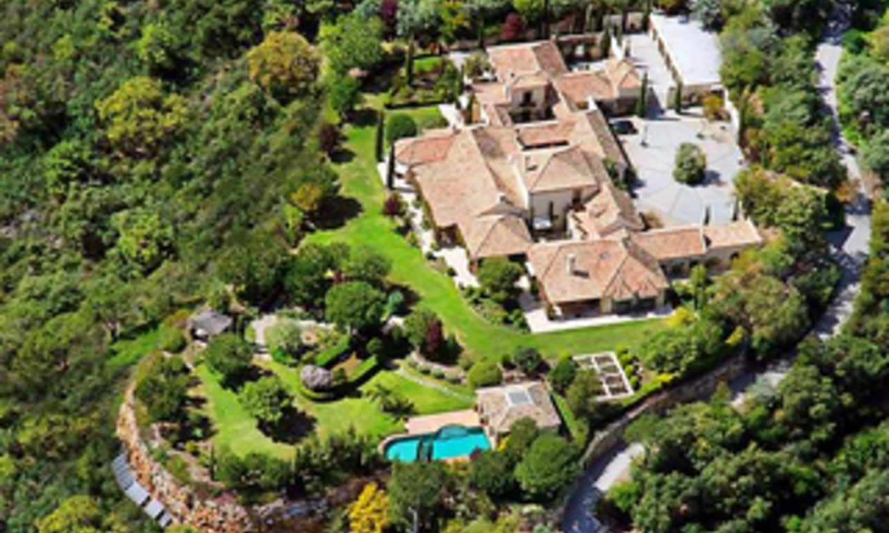 Exclusive villa estate for sale in the area Marbella - Benahavis 1