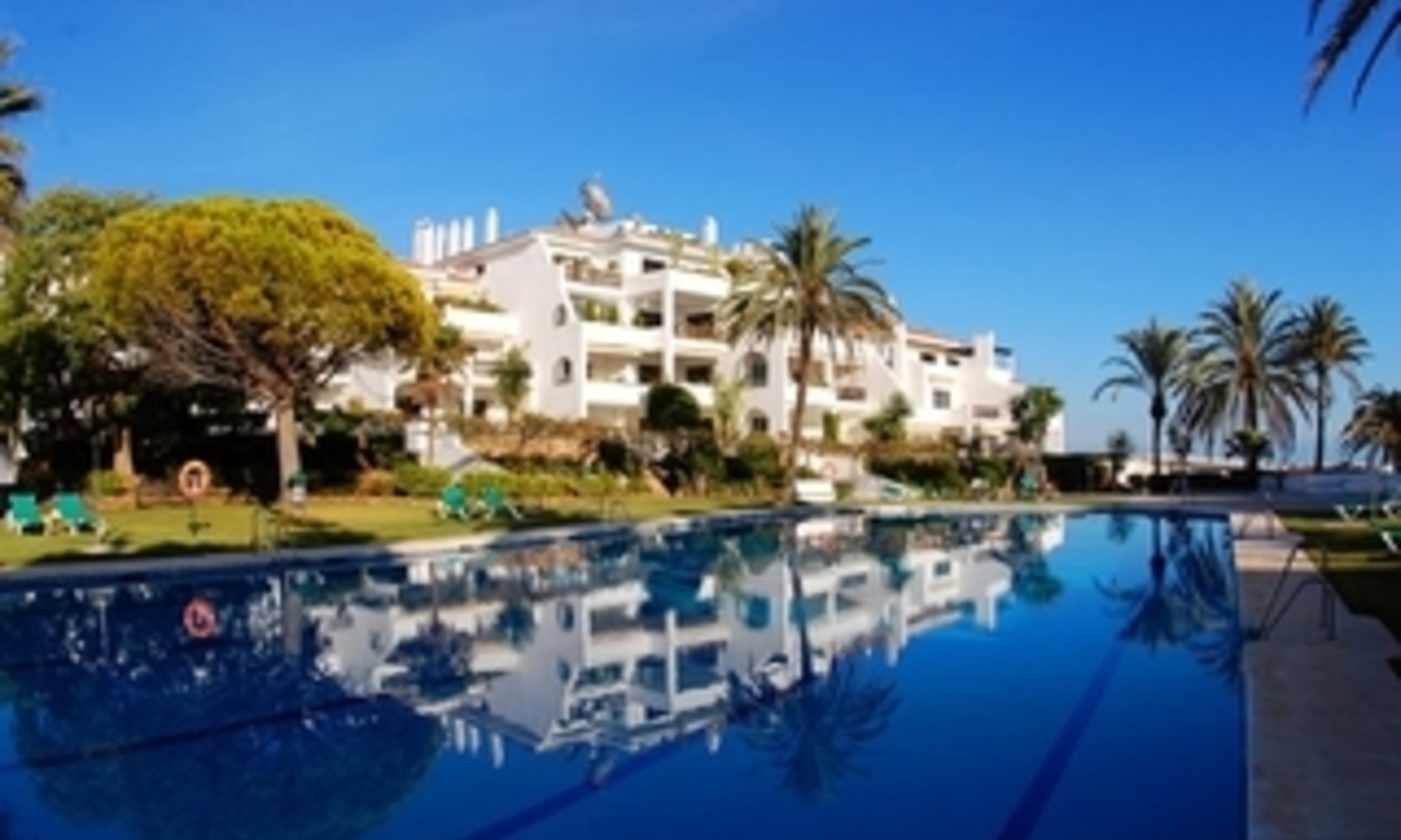 Beachfront apartment to buy on the Golden Mile between Marbella centre and Puerto Banus 1