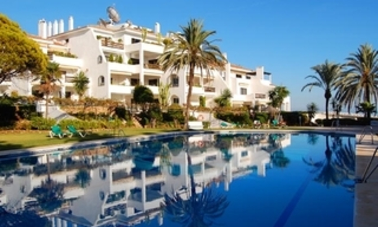 Beachfront apartment to buy on the Golden Mile between Marbella centre and Puerto Banus 0