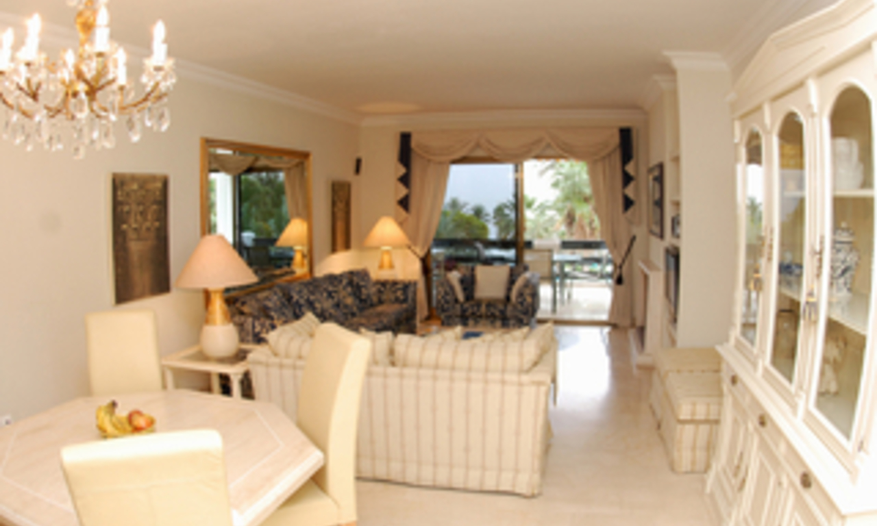 Beachfront apartment to buy on the Golden Mile between Marbella centre and Puerto Banus 7