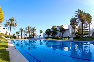 Beachfront apartment to buy on the Golden Mile between Marbella centre and Puerto Banus 2