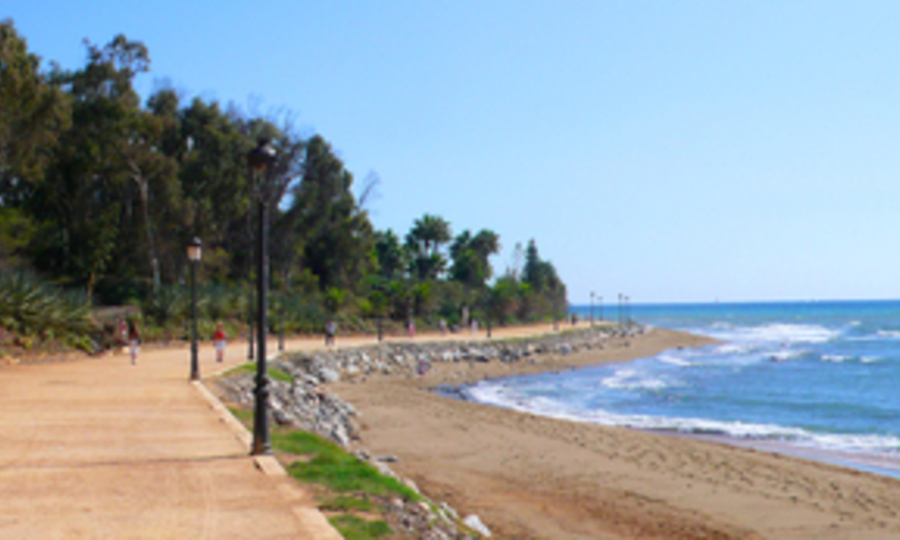 Beachfront apartment to buy on the Golden Mile between Marbella centre and Puerto Banus 14
