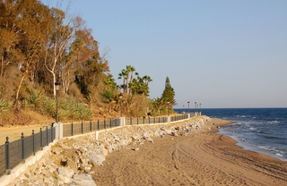 Beachfront apartment to buy on the Golden Mile between Marbella centre and Puerto Banus 16