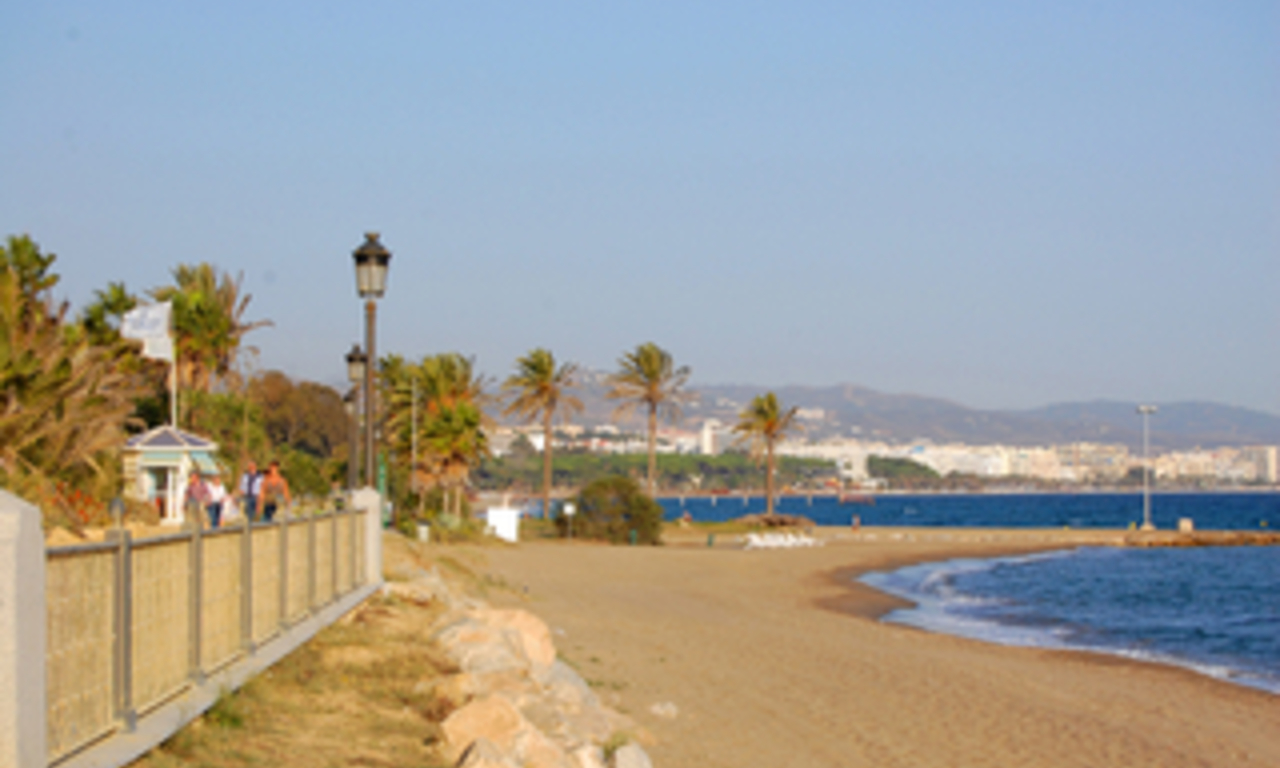 Beachfront apartment to buy on the Golden Mile between Marbella centre and Puerto Banus 17