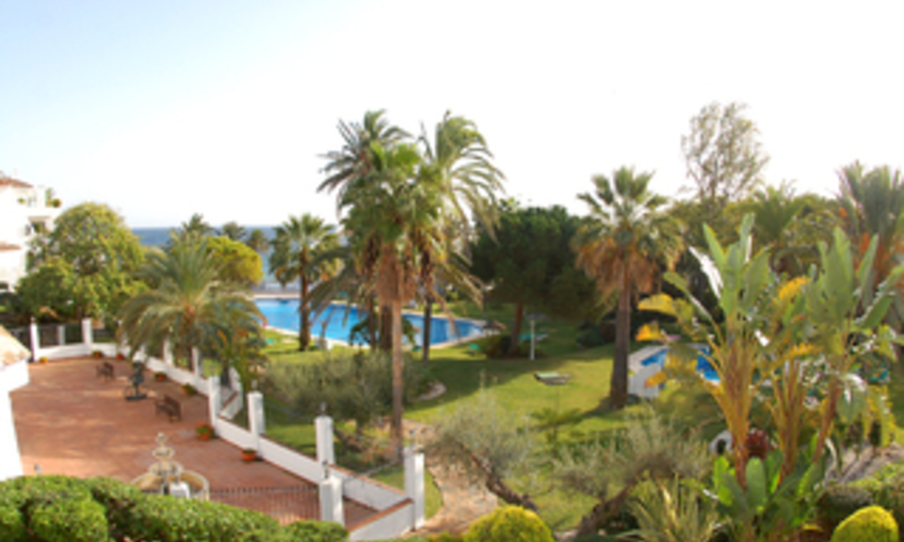 Beachfront apartment to buy on the Golden Mile between Marbella centre and Puerto Banus 19