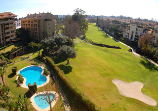 Frontline golf penthouse to buy in Marbella