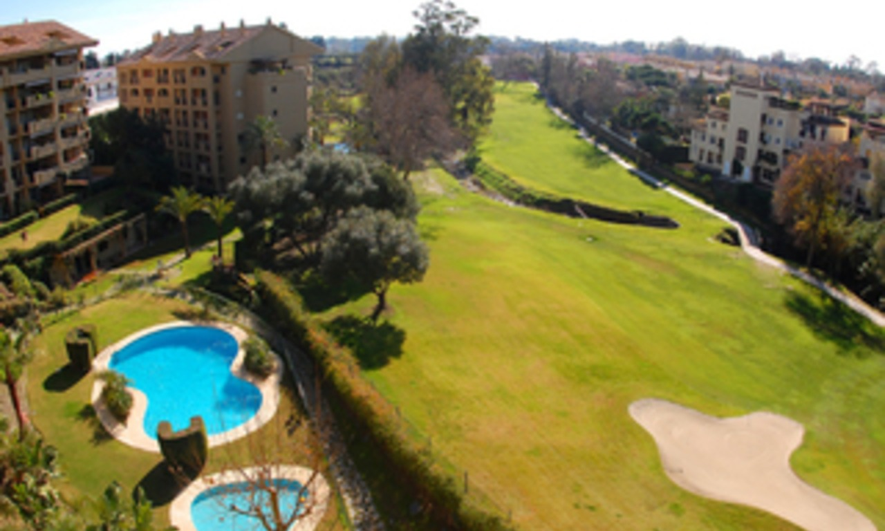 Frontline golf penthouse to buy in Marbella 0