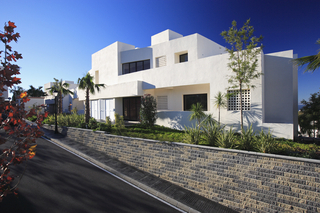 New luxury modern penthouse apartments to buy in Marbella, Costa del Sol 4