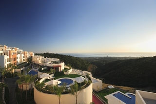 New luxury modern penthouse apartments to buy in Marbella, Costa del Sol 15