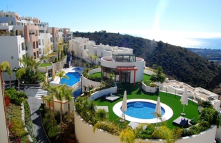 New luxury modern penthouse apartments to buy in Marbella, Costa del Sol 3