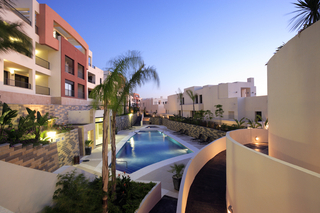 New luxury modern penthouse apartments to buy in Marbella, Costa del Sol 14