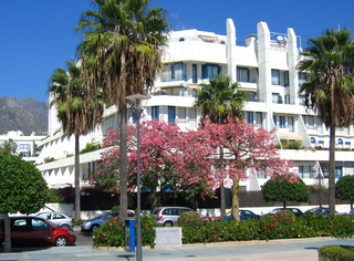 Second line beach apartment for sale in the centre of Marbella