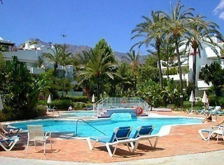 Apartment for sale in a beachfront complex on the Golden Mile at easy walking distance to Marbella centre 2