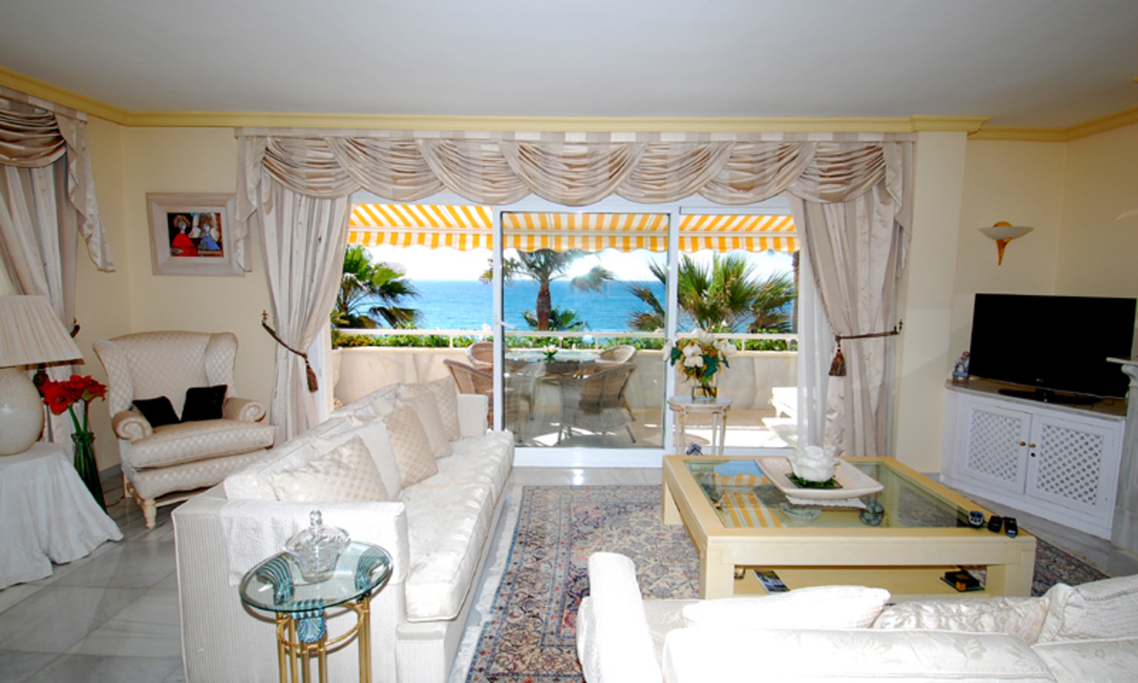 Spacious frontline beach penthouse for sale, New Golden Mile, between Marbella and Estepona. 11