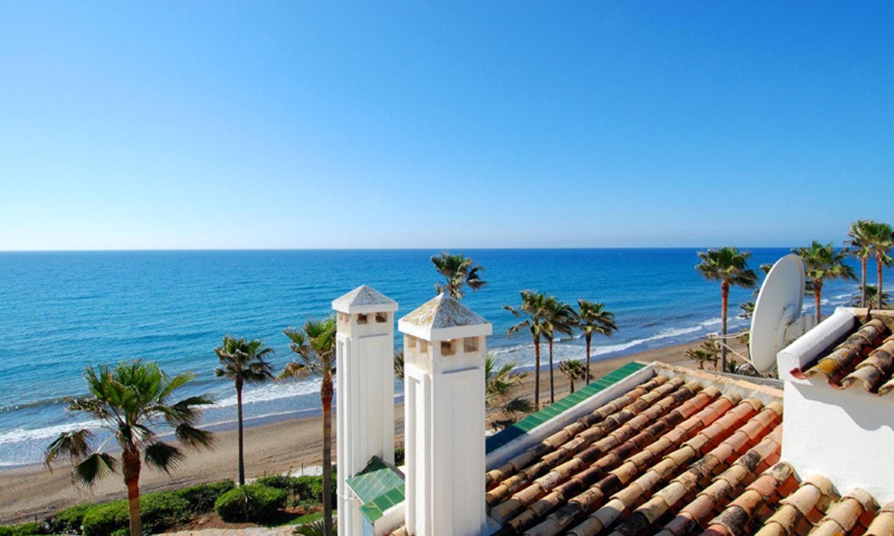 Spacious frontline beach penthouse for sale, New Golden Mile, between Marbella and Estepona. 7