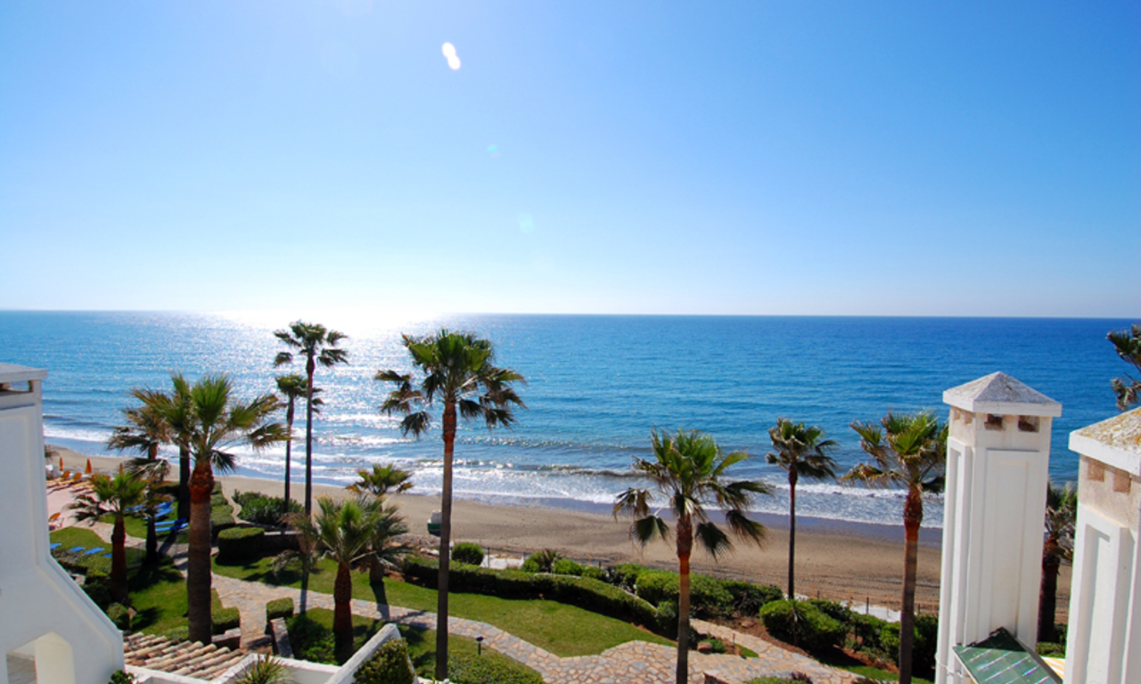 Spacious frontline beach penthouse for sale, New Golden Mile, between Marbella and Estepona. 8