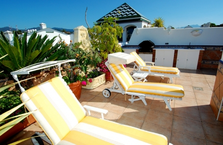 Spacious frontline beach penthouse for sale, New Golden Mile, between Marbella and Estepona. 9