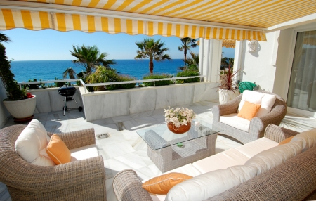 Spacious frontline beach penthouse for sale, New Golden Mile, between Marbella and Estepona. 4