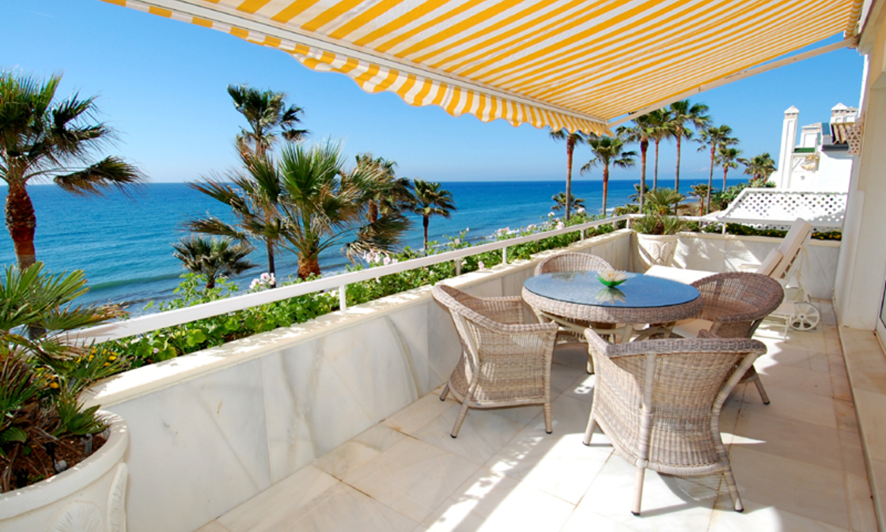 Spacious frontline beach penthouse for sale, New Golden Mile, between Marbella and Estepona. 1