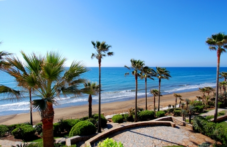 Spacious frontline beach penthouse for sale, New Golden Mile, between Marbella and Estepona. 3