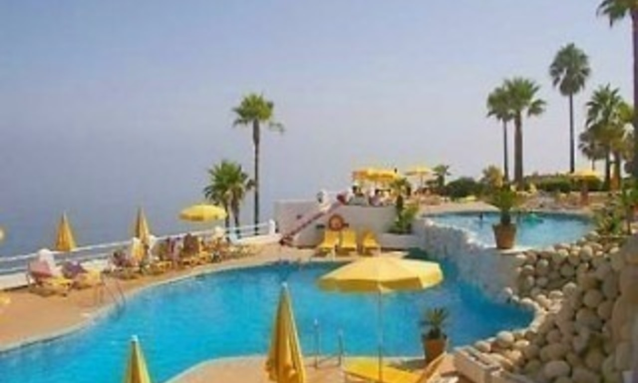 Spacious frontline beach penthouse for sale, New Golden Mile, between Marbella and Estepona. 20