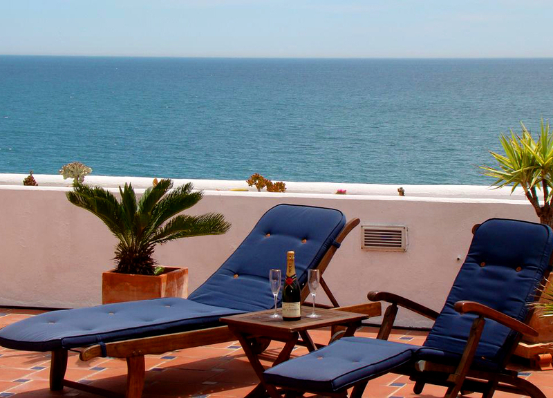 Beachfront penthouse apartment for sale in Estepona