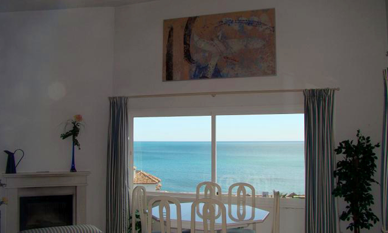Beachfront penthouse apartment for sale in Estepona 7