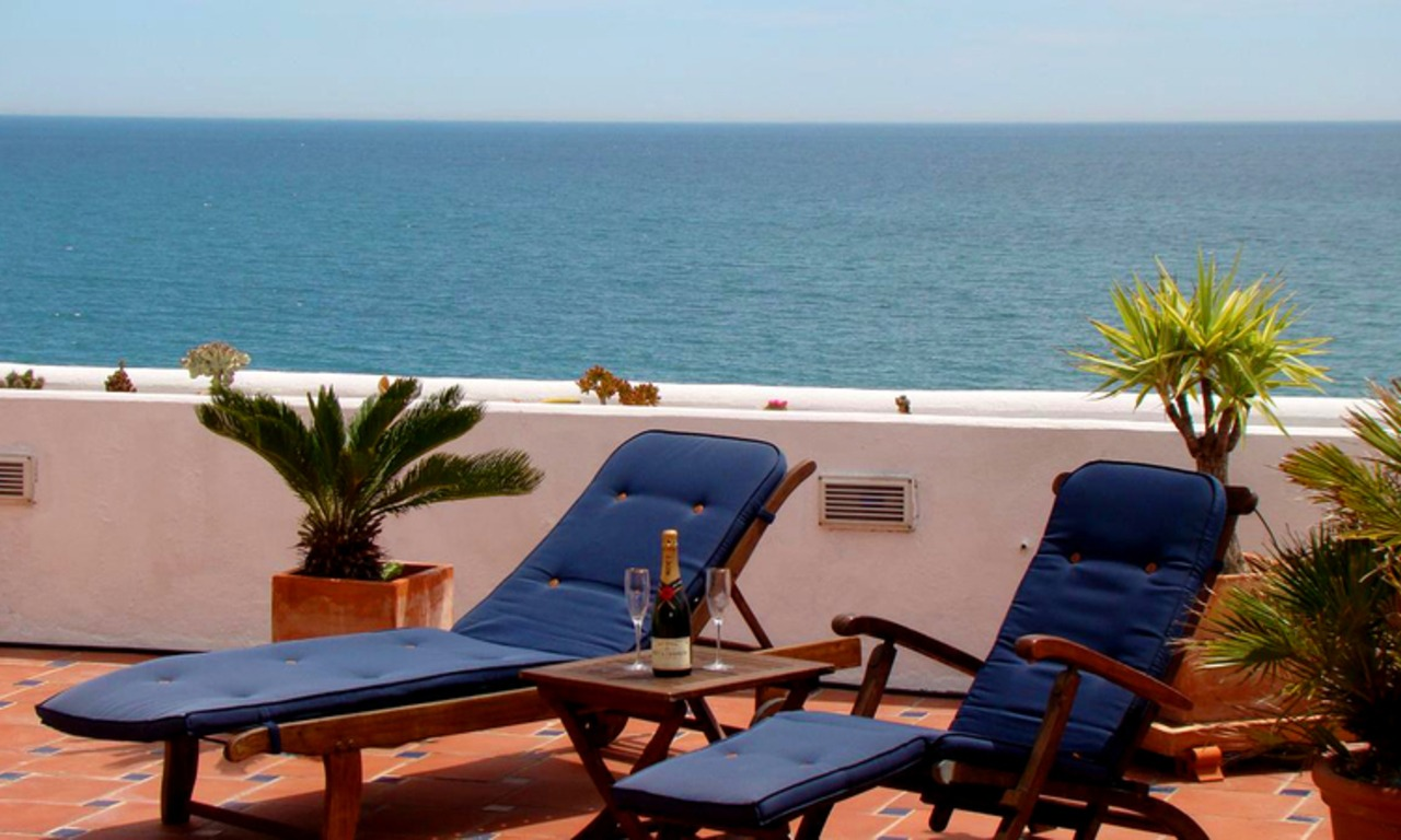 Beachfront penthouse apartment for sale in Estepona 1