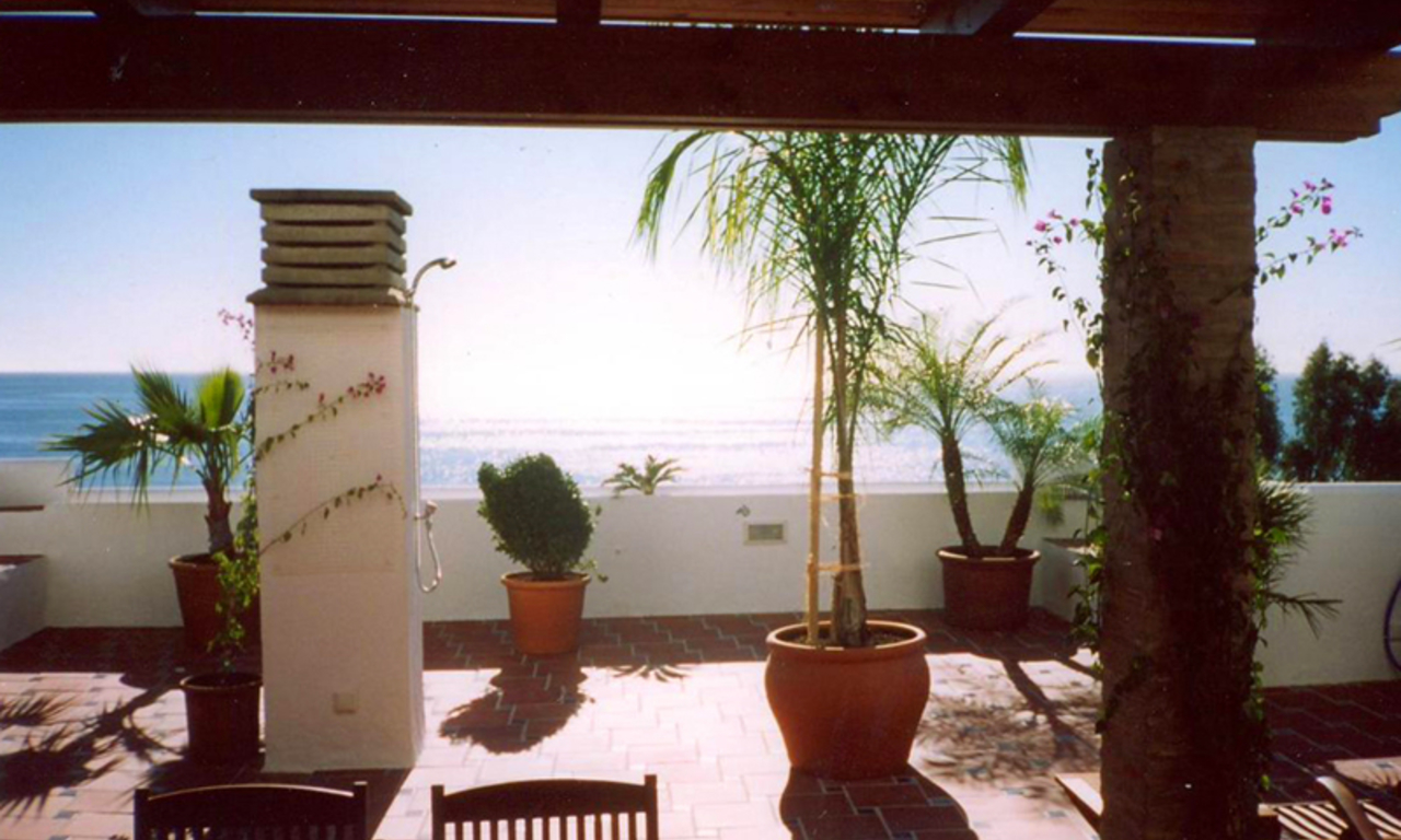 Beachfront penthouse apartment for sale in Estepona 4
