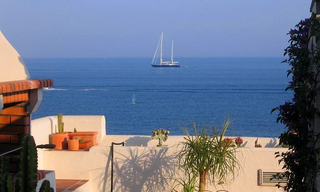 Beachfront penthouse apartment for sale in Estepona 5