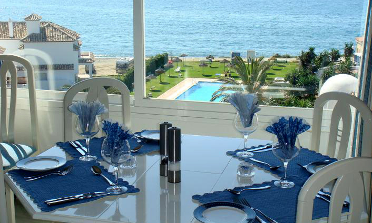 Beachfront penthouse apartment for sale in Estepona 9