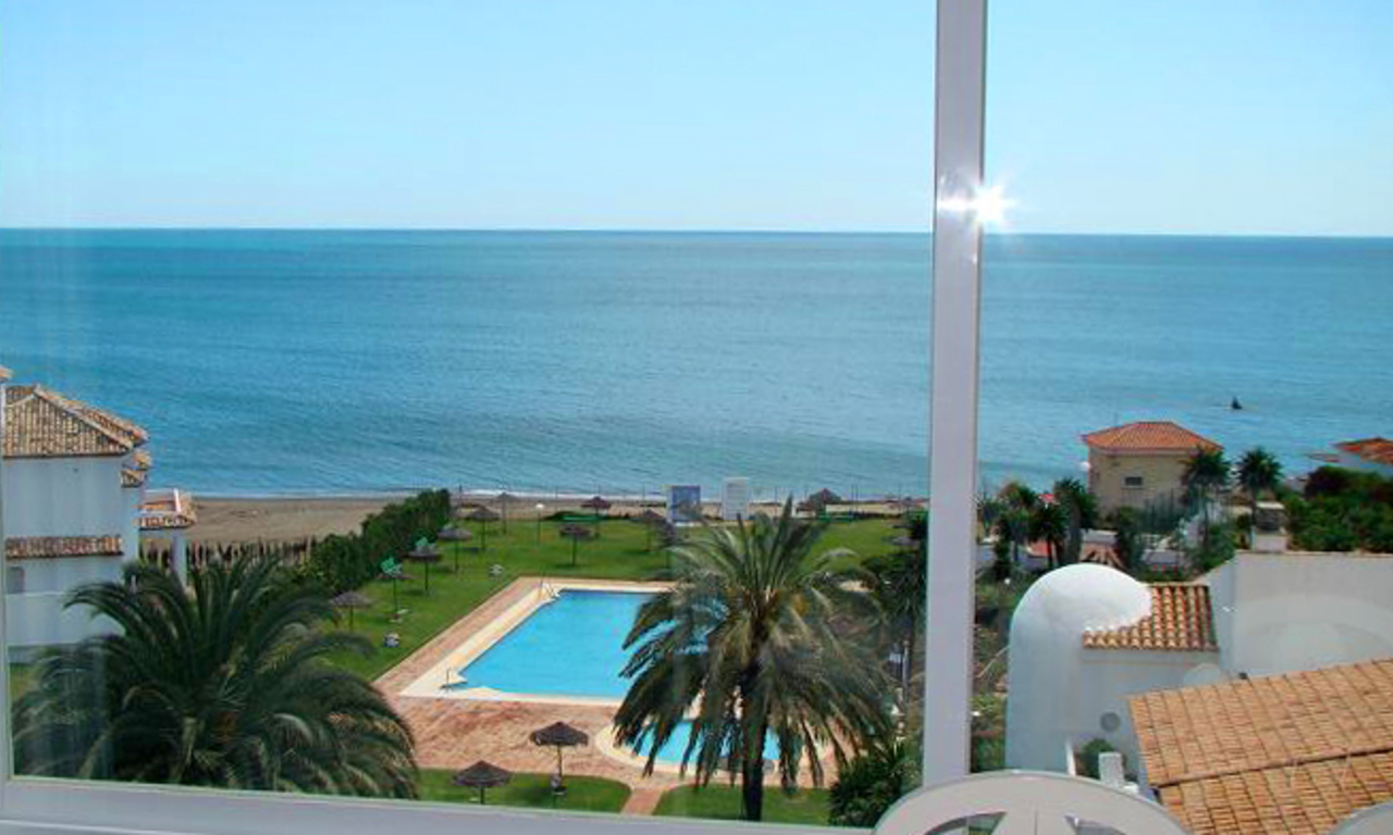 Beachfront penthouse apartment for sale in Estepona 8