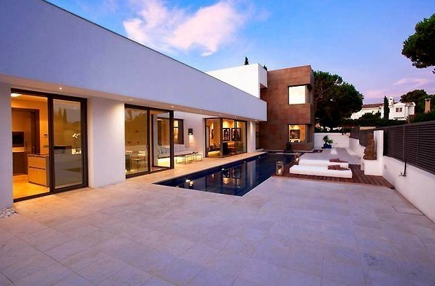 New Contemporary villa for sale on the Golden Mile in Marbella