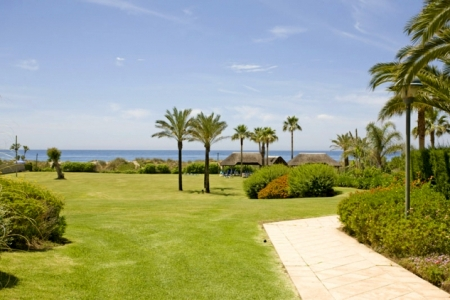 Apartment for sale at frontline beach complex in Elviria, Marbella 2