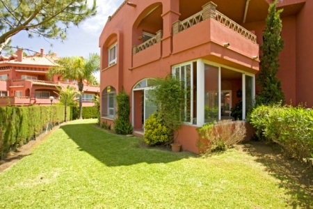 Apartment for sale at frontline beach complex in Elviria, Marbella 6