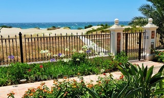 Exclusive beachfront penthouse for sale on the beach of Los Monteros in Marbella 2