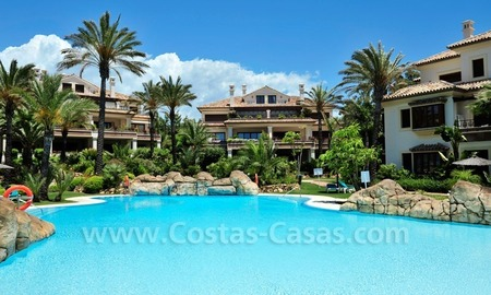 Los Monteros Playa – Marbella: exclusive frontline beach penthouse apartment for sale 24