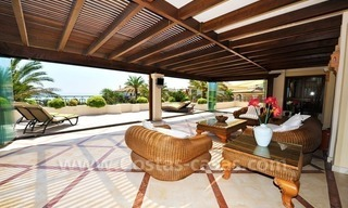 Beachfront apartment for sale in Los Monteros Playa, Marbella 13