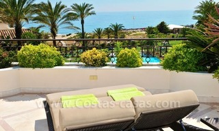 Beachfront apartment for sale in Los Monteros Playa, Marbella 14