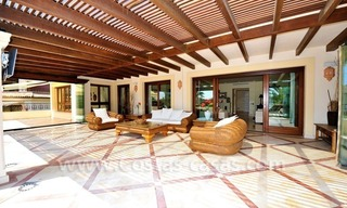 Beachfront apartment for sale in Los Monteros Playa, Marbella 12