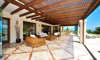 Beachfront apartment for sale in Los Monteros Playa, Marbella 8