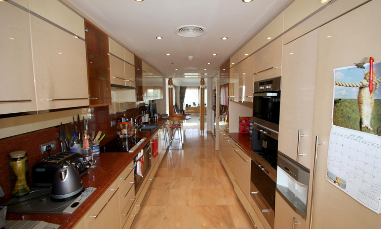 Frontline beach luxury penthouse for sale in Puerto Banus - Marbella 10
