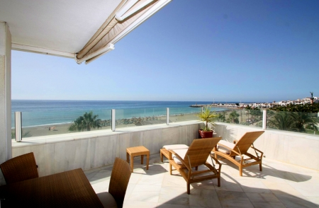 Frontline beach luxury penthouse for sale in Puerto Banus - Marbella 7
