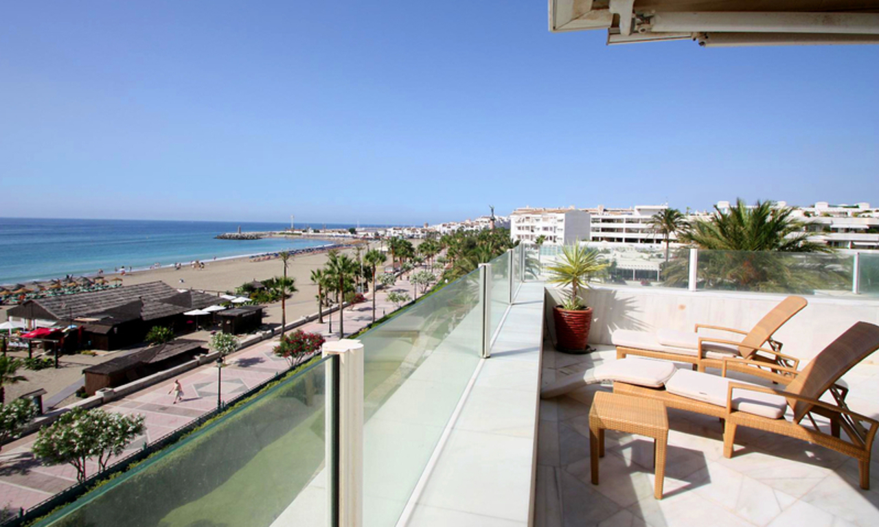 Frontline beach luxury penthouse for sale in Puerto Banus - Marbella 4