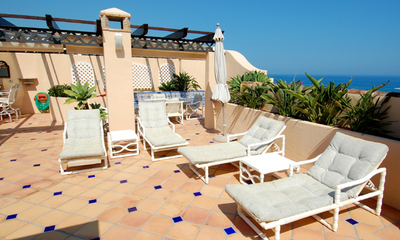 Frontline beach penthouse for sale - New Golden Mile between Puerto Banus (Marbella) and the centre of Estepona 4