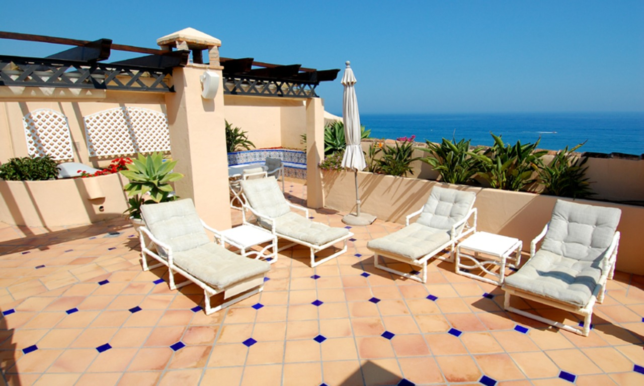 Frontline beach penthouse for sale - New Golden Mile between Puerto Banus (Marbella) and the centre of Estepona 5