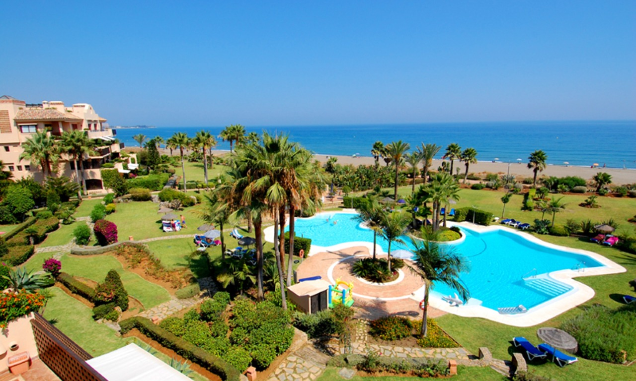 Frontline beach penthouse for sale - New Golden Mile between Puerto Banus (Marbella) and the centre of Estepona 1