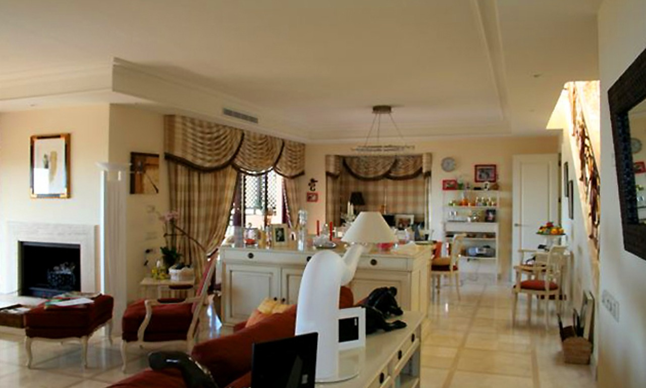 Frontline beach penthouse for sale - New Golden Mile between Puerto Banus (Marbella) and the centre of Estepona 11