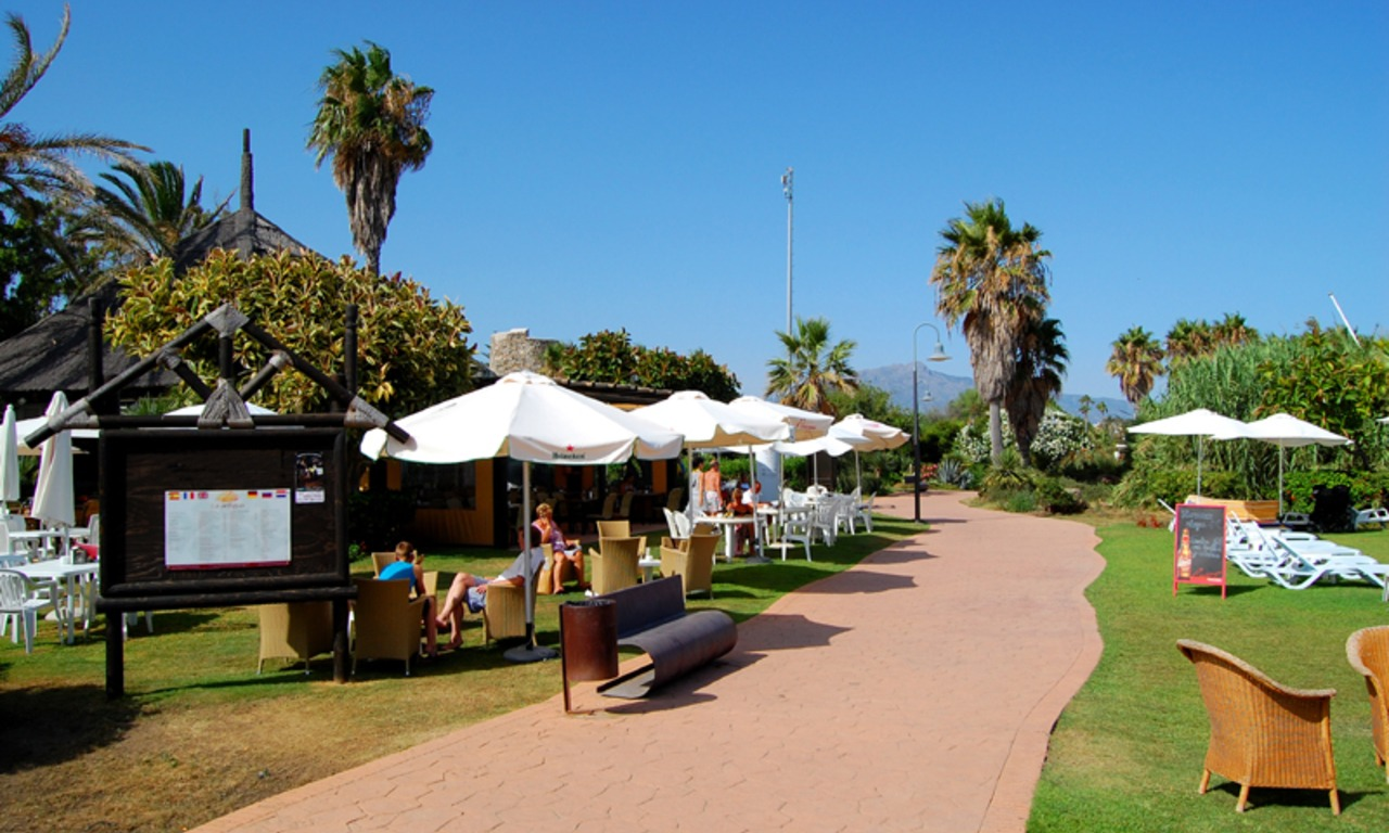 Frontline beach penthouse for sale - New Golden Mile between Puerto Banus (Marbella) and the centre of Estepona 16